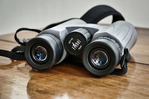 binoculars-3643343__340.jpg